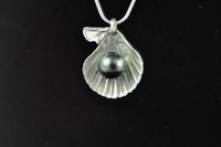 Black pearl and silver Fan shell pendant