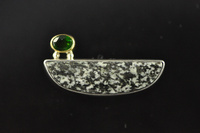 Diorite and Chrome Diopside 22ct gold and silver brooch